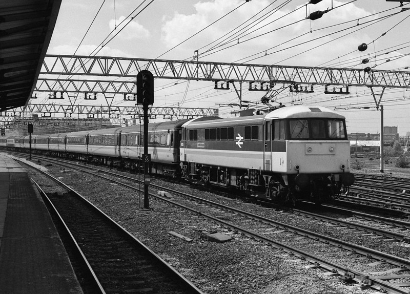 86255 heads for Norwich as it passes Stratford on 16 May 1986