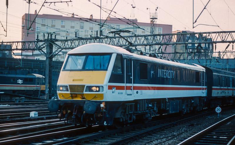90009 Euston 26 January 1989