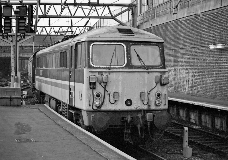 87013 Euston 26 January 1989