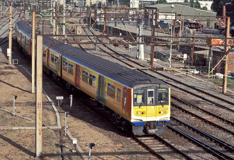 Shortly before their replacement on the Watford services 319218 picks its way slowly through Willesden Junction with a South Central service on 23 August 2004