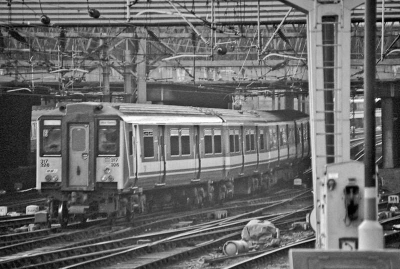 317326 Euston 26 January 1989
