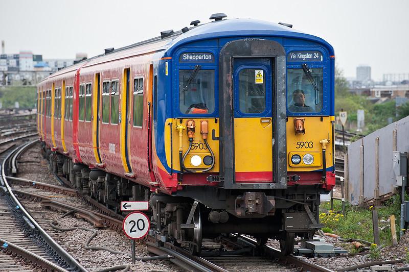 455903 Clapham Junction 28 April 2010