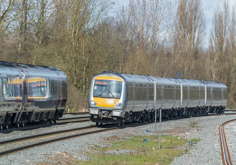 168216 passes 220016 as it arrives at Banbury 7 March 2017