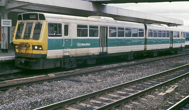 Class 141 units 55516 and 55536 are at Wakefield Westgate on 26 May 1986