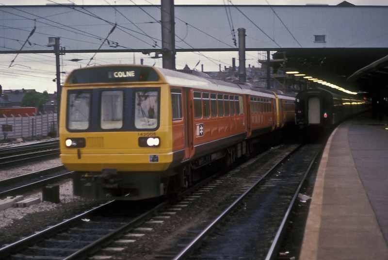 On a very murky afternoon 142005 leaves Preston on 25 May 1986