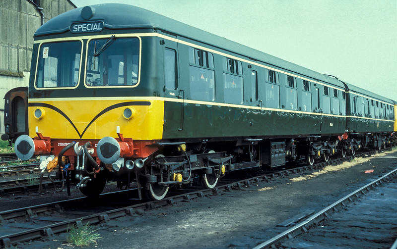 ...and after blue it went back to green! E51422 + E53359 Fratton 21 June 1986