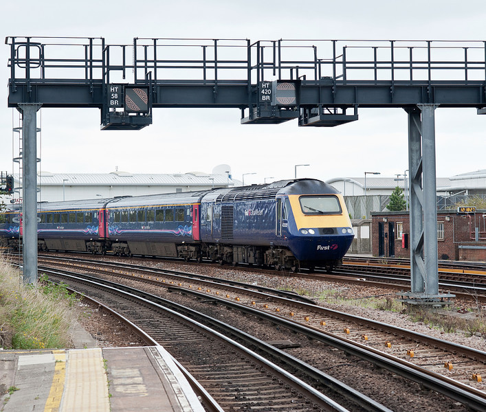 43030 leads an HST excursion to Portsmouth Harbour through Fratton on 10 September 2011