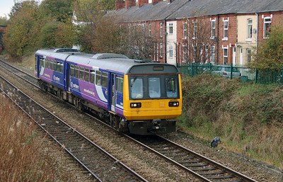 142 029 at Northwich West Junction on 24th October 2014 (3)