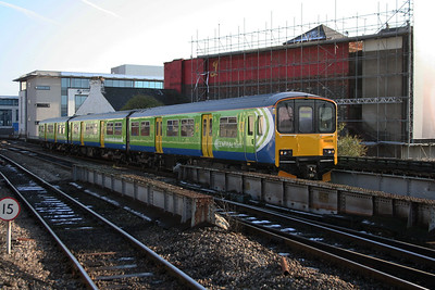 150 019 at Cardiff Central on 26th November 2005