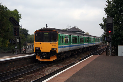 150 012 at Stourbridge Junction on 17th October 2005