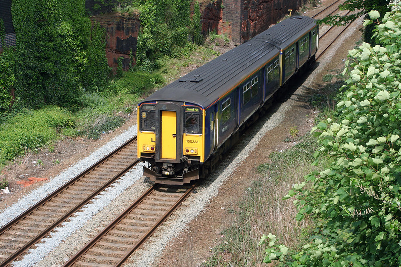 150 223 at Frodsham on 24th May 2006