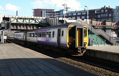 156 425 at Manchester Victoria on 2nd March 2007