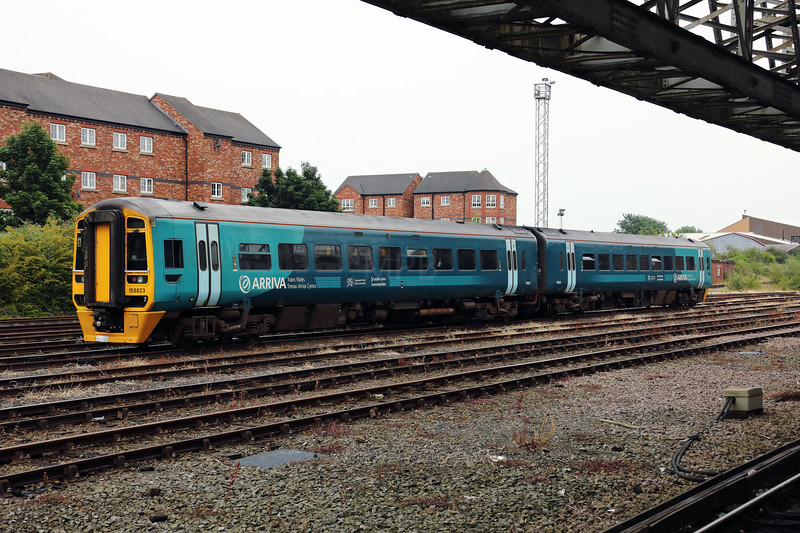 158 823 at Chester on 20th June 2017 (1)