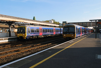 165112 & 165128 at Oxford on 31st October 2016
