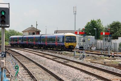 165 117 at Banbury on 8th June 2016