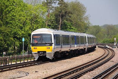 165 025 at Moor Park (LUL) on 22nd May 2012 working 2B26 1127 London Marylebone to Aylesbury