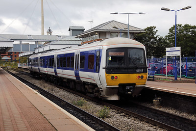 165 022 at Aylesbury on 16th September 2017