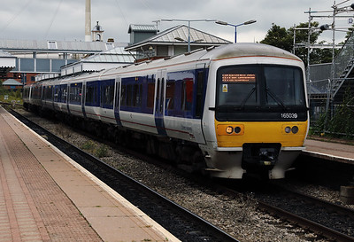 165 039 at Aylesbury on 16th September 2017