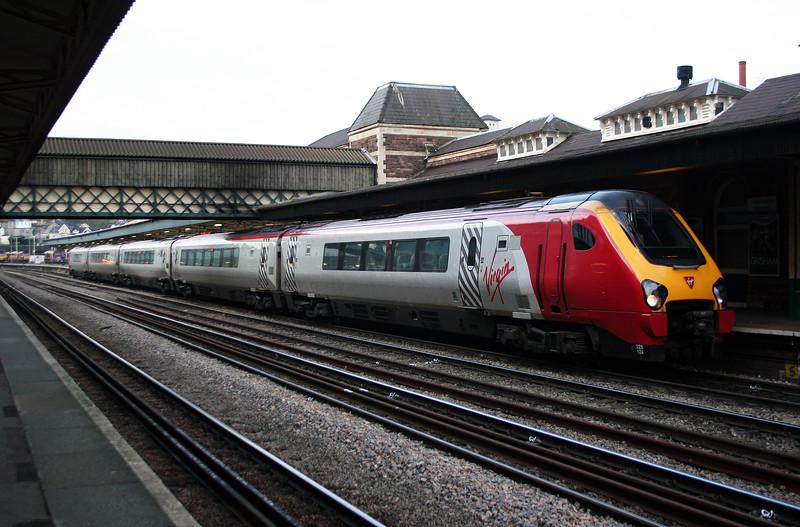221 124 at Newport on 26th November 2005, 1V21 0615 Preston-Plymouth