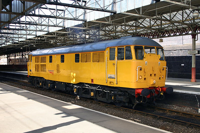 31 105 at Crewe on 27th April 2005 (2)