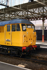 31 105 at Crewe on 27th April 2005 (3)