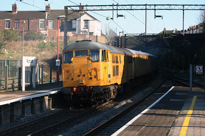 31 105 at Runcorn on 10th April 2006 (4)