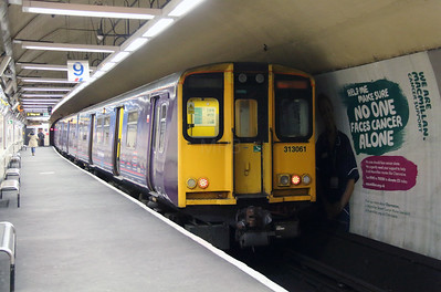 313 061 at Moorgate on 3rd March 2015 (2)