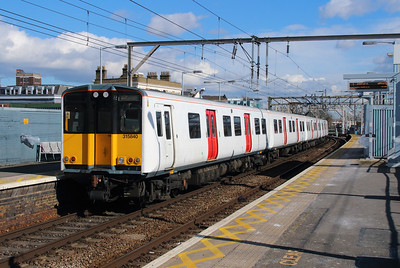 315 840 at Bethnal Green on 3rd March 2015 (3)
