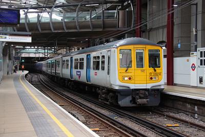 319 218 at Farringdon on 8th June 2016