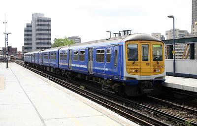 319 214 at London Blackfriars on 11th June 2004