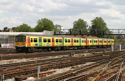 319 218 at London Bridge on 11th June 2004