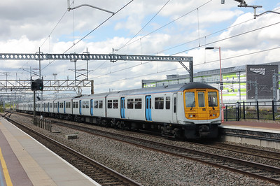 319 220 at Rugby on 15th August 2017