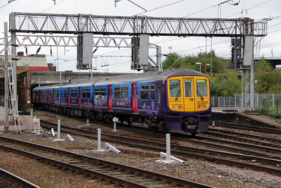 319 361 at Crewe on 25th September 2014 (10)