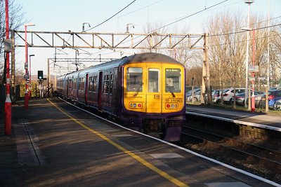 319 363 at Runcorn on 2nd December 2014 working 5Z22 (7)
