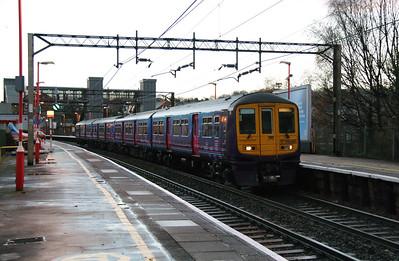 319 380 at Runcorn on 7th December 2014 (2)