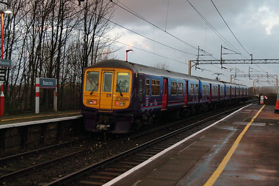 319 380 at Runcorn on 7th December 2014 (4)