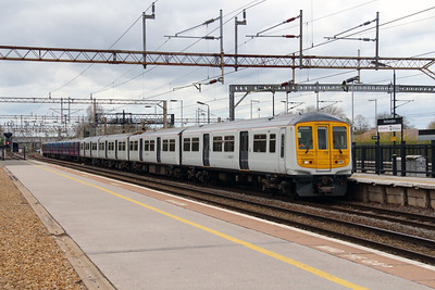 319 460 at Northampton on 18th April 2016