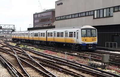 319 013 at London Bridge on 11th June 2004