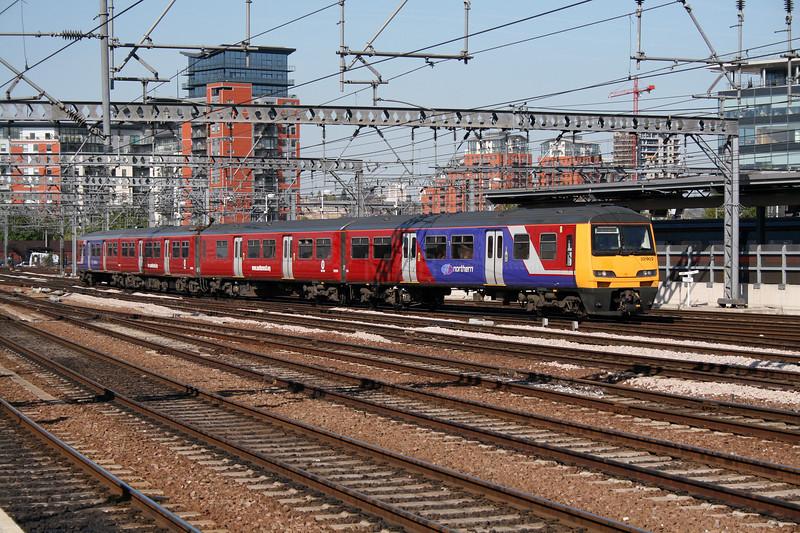 321 902 at Leeds on 1st May 2007