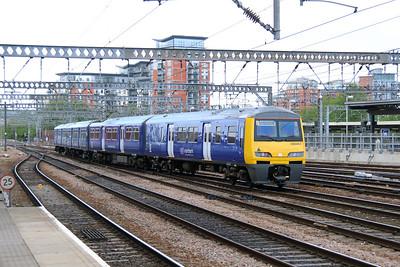 322 484 at Leeds on 16th May 2015 (1)