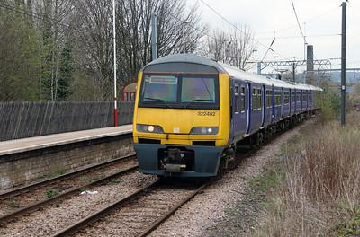 322 482 at Shipley on 15th April 2016