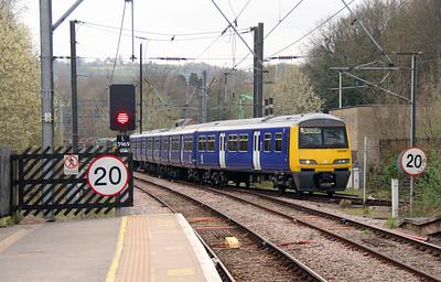 322 481 at Shipley on 15th April 2016