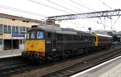 1) 33 202 at Manchester Piccadilly on 9th July 2004