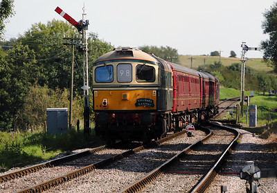3) D6515 (33012) at Corfe Castle on 31st August 2017