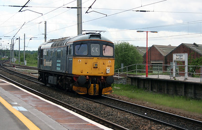 33 025 at Warrington Bank Quay on 23rd May 2006 (1)