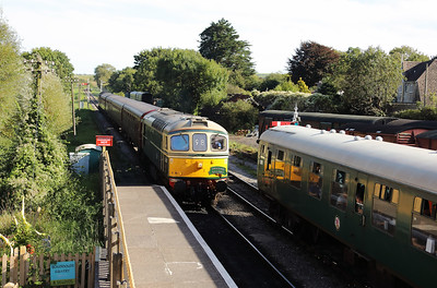 5) D6515 (33012) at Corfe Castle on 31st August 2017