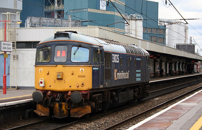 33 025 at Warrington Bank Quay on 23rd May 2006 (2)