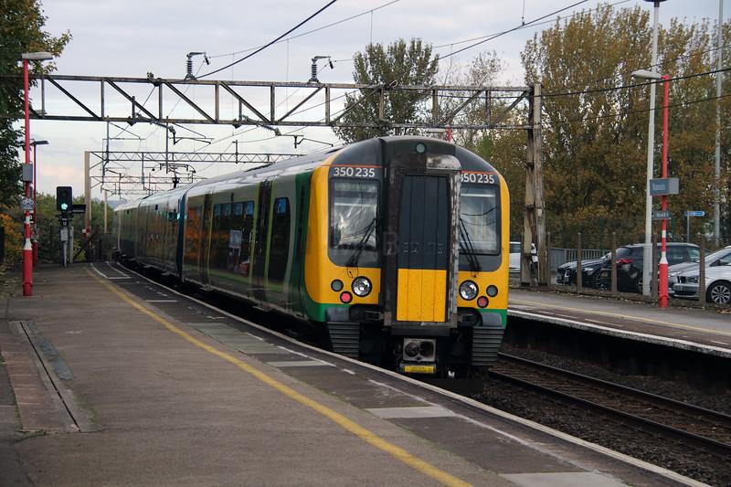 350 235 at Runcorn on 22nd October 2016 (1)