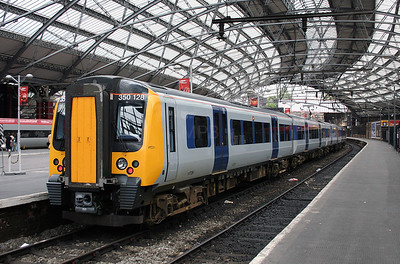 350 128 at Liverpool Lime Street on 2nd August 2006 (1)