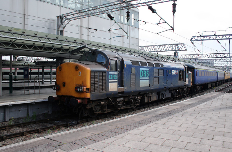 37 059 at Manchester Piccadilly on 31st May 2007
